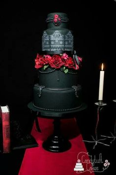 Precioso pastel de boda para un estilo gótico