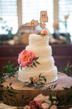 This is cool..I would like to incorporate the states we are from! | #Cedarwood Weddings #weddingcake #weddingcakeflowers