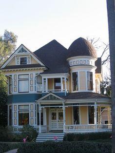 Victorian home Victorian Style Homes, Victorian Design, Victorian Women, Victorian Houses, Victorian Era, Victorian Fashion, Victorian Buildings, Victorian Decor, Edwardian Era