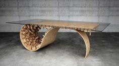 Présenté en début d'année pour son incroyable table sculpturale (retrouvez l'article en cliquant ici) et pour sa chaise et son canapé en tapis pliés (retrouvez l'article en cliquant là), le designer chypriote Stelios Mousarris signe une nouvelle table dans la même lignée que la précédente. Cette table à manger, comme sa grande soeur, joue avec l'environnement urbain et nous rappelle une scène devenue mythique du film Inception. De minuscules gratte-ciels, églises et autres bâtiments sont...