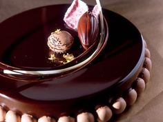 Chocolate and raspberries Gourmet Desserts, Fancy Desserts, Delicious Desserts, Galaxy Desserts, Sweet Recipes, Cake Recipes, Luxury Cake, Pastry Art, Mousse