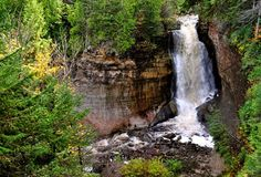 From Tahquamenon Falls State Park to Sugarloaf Mountain, these are the 13 best hikes on the Upper Peninsula. Michigan Vacations, Michigan Travel, Michigan Usa, Half Moon Bay, Picture Rocks, Upper Peninsula, Mackinac Island, Best Hikes, Weekend Trips