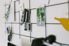 Schönes DIY Pinboard aus Rankgitter mit Schreibtisch-Dekoration! Mehr auf elbmadame.de #elbmadame