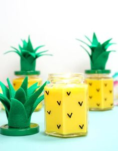 Ever wondered how to make candles? These Easy DIY Pineapple Candles are SO simple to make, and they smell amazing! Makes a great DIY gift idea! Kids Crafts, Easy Crafts For Teens, Diy Crafts For Teen Girls, Fun Easy Crafts, Diy For Teens, Kids Diy, Diy Room Decor For Girls, Homemade Candles, Diy Candles