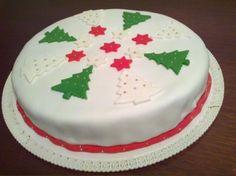 Tartas de Navidad para niños: Fotos ideas con pasta de azúcar Christmas Cake Designs, Christmas Cake Decorations, Christmas Sweets, Christmas Cakes, Xmas Cakes, Fondant Christmas Cake, Bolo Fack, Ice Cake, Icing Tips