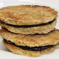 Shortbreads with chestnut flour and honey Quick Easy Desserts, Kid Desserts, Easy Meals For Kids, Cookie Desserts, Cookie Recipes, Dessert Recipes, Meat Cooking Times, Low Carb Pumpkin Pie, Butter Chocolate Chip Cookies