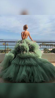 Stunning Dresses, Elegant Dresses, Pretty Dresses, Formal Dresses, Designer Evening Gowns, Robes D'occasion, Fantasy Gowns, Fairytale Dress, Gala Dresses