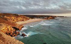 Portugal ist so ein wunderschönes Land mit tollen Stränden. Damit ihr dabei den Überblick behaltet, zeigen wir euch auf www.lilies-diary.com die schönsten #Strände in #Portugal! Portugal, Roadtrip, Strand, Landscape, Water, Outdoor, Lakes, Traveling, Paradise On Earth