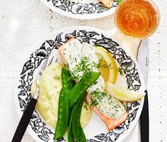 Dill- och citronbakad lax med mos | Recept ICA.se Fresh Rolls, Lunch, Dinner, Ethnic Recipes, Food Ideas, Eat Lunch, Suppers, Lunches
