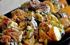 2 hande vol baba aartappels – skoon geskrop en sag gekook handvol klam biltong, gekerf – plus ekstra vir bo-oor 1 baie fyn gekapte ui 3 knoffelhuisies gekneus paar hardgekookte eiers Pizza Recipes, Cooking Recipes, Healthy Recipes, Potato Recipes, Easy Recipes, Kos, South African Recipes, Ethnic Recipes, Biltong