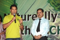 Sachin speaks to the audience