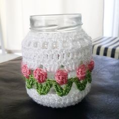 el blog de Lauri: Frasco tuneado Crochet Cozy, Crochet Gifts, Diy Crochet, Crochet Designs, Crochet Patterns, Crochet Jar Covers, Crochet Kitchen, Jar Crafts, Beautiful Crochet
