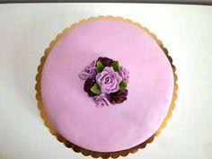 Piškotový korpus,pribina krém,potah roll decor icing,růže z hmoty pasta dama stella na ozdobu diamantový pás