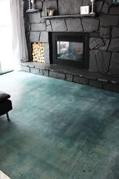 stained concrete floors Acid staining is easy and gives you a unique and inexpensive new concrete floor covering. Just this step-by-step guide with pictures! Acid Stained Concrete Floors, Acid Concrete, Painted Concrete Floors, Painting Concrete, Finished Concrete Floors, Concrete Countertops, Poured Concrete, Concrete Lamp, Concrete Floor Diy