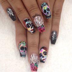 Source by aprillogea Holloween Nails, Cute Halloween Nails, Halloween Acrylic Nails, Halloween Nail Designs, Best Acrylic Nails, Sugar Skull Nails, Skull Nail Art, Sugar Skulls, Glam Nails