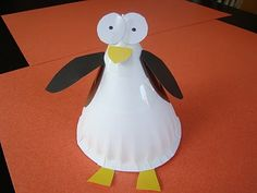 There's something very Shaun the Sheep about these big ol' penguin eyes!  I like this version of a paper plate penguin.