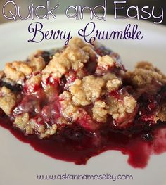 Quick and easy berry crumble (it's SO good!) - Ask Anna