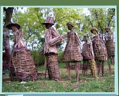 Weird pictures of amazing dead branches and twigs massive sculptures, wonderful art in connection to nature and human being. Willow Branches, Tree Branches, Wood Sculpture, Garden Sculpture, Sculpture Ideas, Yard Sculptures, Stone Sculptures, Natural Garden, Climbing Roses