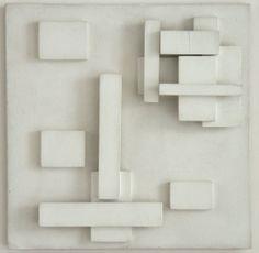 """Herman de Vries (1931) is een Nederlands beeldend kunstenaar. Hij spelt zelf zijn naam zonder hoofdletters om """"hiërarchieën te vermijden"""". In het oeuvre van De Vries spelen begrippen als 'het zijn' en 'de werkelijkheid' de hoofdrol waarbij niet het denken erover maar de zintuiglijke ervaring daarvan betekenisvol is."""