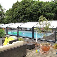 Abri de piscine ARTECH MEDYO intermédiaire installé au sud de Tours. L'abri gris anthracite est composé de 5 éléments. Il couvre une piscine de 8.50 x 4.30 mètres Gray, Top
