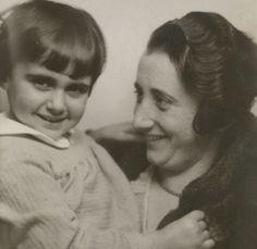 Anne Frank with her mother, Edith. #AnneFrank #amsterdam #worldwar2