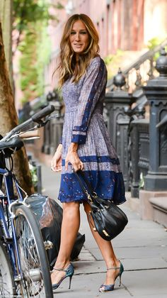 Fashionista: Sarah Jessica Parker looked incredible in a blue patterned dress as she heade...