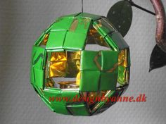 Lygte, kugle Diy And Crafts, Paper Crafts, Modular Origami, Candy Wrappers, Candy Bags, Recycled Art, Upcycle, Recycling, Weaving