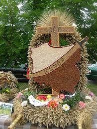 Znalezione obrazy dla zapytania wieniec dożynkowy wykonanie Holidays And Events, Grapevine Wreath, Grape Vines, Altar, Gingerbread, Weaving, Wreaths, Flowers, Angels