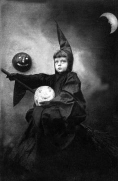 Details about Vintage Halloween Photograph Flying Witch Broom Moon Antique RePrint inches - Photo Halloween, Funny Halloween Costumes, Holidays Halloween, Spooky Halloween, Halloween Ideas, Halloween Halloween, Scary Costumes, Halloween Painting, Photos D'halloween Vintage