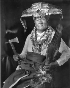 portrait taken 1913 by  H. Trevor Booth or M. Harris Cole  of Ari-Wa-Kis, also known as 'Young Bull',White Hawk or later 'Captain Jim' (about 1852- 1916), a Pawnee medicine man, and the last of the 'fossil bone doctors'. The piece around his neck features bear claws. Read online «Fossil Legends of the First Americans»  Adrienne Mayor chapter 4