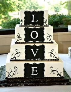 El detalle de esta torta de casamiento es precioso!! Y con solo cuatro piso se transforma en AMOR muy simplemente!!.