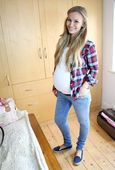 Anna Saccone: Great blog for style both pregnant and not pregnant. She also gives great tips on make up and beauty