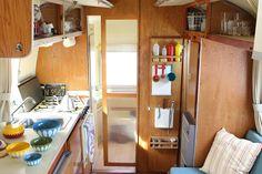 Airstream Globetrotter 1967 Tin Can Tourist, Vintage Travel Trailers, Airstream, Storage, Furniture, Home Decor, Purse Storage, Vintage Caravans, Store