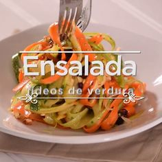 Ensalada fresca de fideos de verduras Enjoy delicious and light dishes. The post Fresh vegetable noodle salad appeared first on Gastronomy and Culinary. Veggie Recipes, Mexican Food Recipes, Vegetarian Recipes, Cooking Recipes, Healthy Recipes, Cooking Beef, Camping Cooking, Oven Cooking, Cooking Utensils