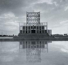 Cattedrale di Taranto, costruita da Gio Ponti tra il 1964 ed il 1970  Si caratterizza per la grande facciata a vela (alta 53 metri), traforata fin quasi a scomparire, si riflette nella vasca d'acqua prospiciente