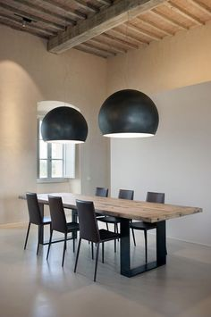 Industrial Talks: Create a Trendy Industrial Dining Room - Living Room On A Budget, Home And Living, Modern Interior Design, Interior Architecture, Wooden Beams Ceiling, Rustic Loft, Industrial Dining, Italian Home, Dining Room Lighting