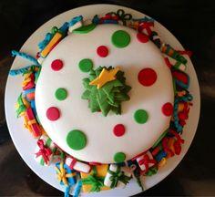 Este es mi tercer pastel que decoró, estoy muy orgullosa de mi trabajo. Miren que lindo quedo!                             Publicado con Bl...
