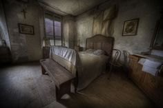 Inside Old Abandoned Mansions | Abandoned manor house, the most classic window of them all I would say ...