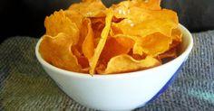 Quelqu'un veut des chips? Elles sont bonnes, fraîchement faites, encore tièdes, croustillantes à souhait, légèrement salées et... oui, un p...