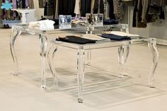 MODELLO 800 #tavolo #trasparente #acrylic #diningtable #plexiglass #desk #home #office #madeinitaly http://www.eldoradosas.it/tavoli-da-pranzo-1.html