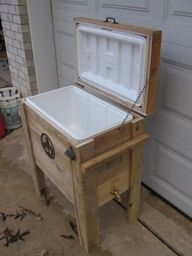 DIY Pallet Projects | DIY Pallet Cooler - Ways to revive old coolers for out on the deck.