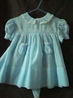 Vestidos Vintage, Vintage Dresses, Vintage Outfits, Sewing Kids Clothes, Baby Kids Clothes, Smocked Baby Clothes, Cute Baby Shoes, Vintage Baby Clothes, Girls Dresses