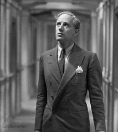 Leslie Howard publicity photo for Outward Bound, 1930 Old Hollywood Movies, Hollywood Icons, Hollywood Actor, Golden Age Of Hollywood, Classic Hollywood, I Look To You, Leslie Howard, Blonde Moments, Norma Shearer