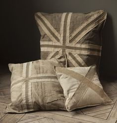 Oh, I love these recycled canvas pillows from Mothology ! However, I think that they'll have to be a bit of DIY inspiration, as they are pre...