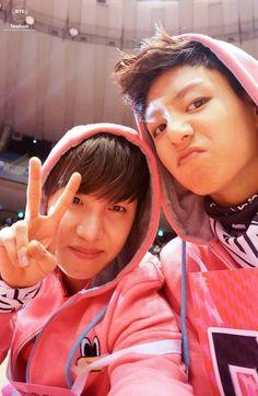 JHope and Jungkook they where so young Foto Bts, Bts Photo, Jimin Jungkook, Bts Bangtan Boy, Hoseok Bts, Bts Taehyung, Bts Boys, Namjin, Jikook