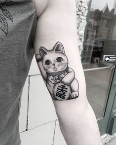 """A Japanese symbol for good fortune by """"Thanks Ben and Kelly! Lucky cat dedicated to his mom. Maneki Neko, Body Art Tattoos, Sleeve Tattoos, Foot Tattoos, Temporary Tattoos, Flower Tattoos, Tatoos, Lucky Cat Tattoo, Tattoo Cat"""