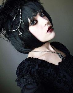 I think I'm gonna do black again >.