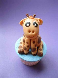 This baby giraffe. | 30 Animal Cupcakes Too Cute To Eat
