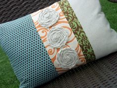 pillow tutorial - multi fabric pillow tutorial from just another hang up Great way to combine / coordinate colors for a room.