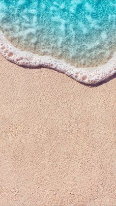 Create summer mood! Try this simple beach wallpaper for your iPhone 7 screen